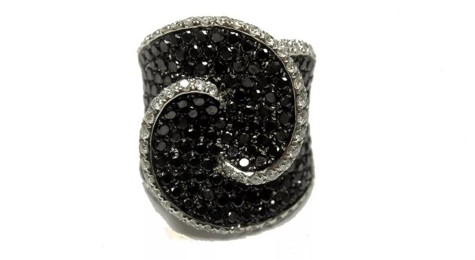 Украшения с черными бриллиантами. Перстень