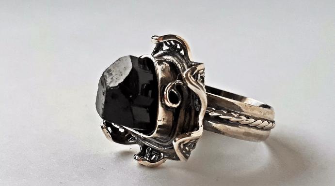 Украшения с черным турмалином. Перстень
