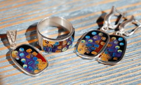 Украшения с эмалью. Комплект кольцо, серьги, кулон подвеска