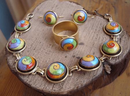 Украшения с эмалью. Комплект кольцо и ожерелье