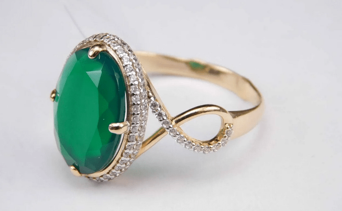 Украшения с зеленым агатом. Золотое кольцо