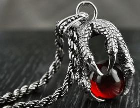 Необычные украшения из серебра