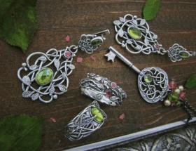 Украшения из серебра ручной работы: особенности и виды