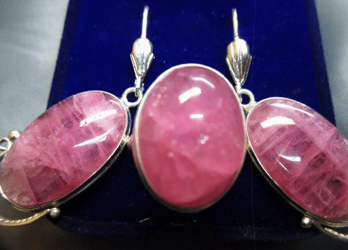 Украшения с розовым турмалином. Комплект серьги и перстень