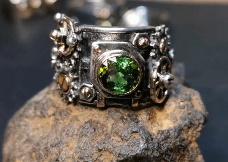 Разновидности изделий из турмалина. Перстень с зеленым турмалином