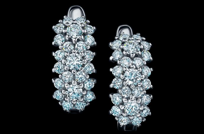 Ювелирные украшения с якутскими бриллиантами. Серьги