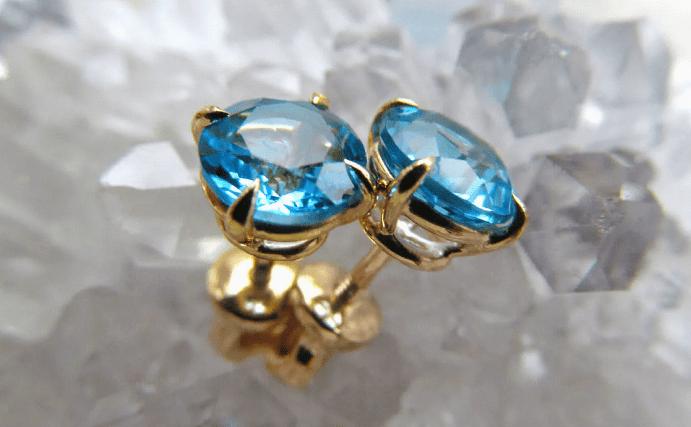 Голубой топаз в ювелирных изделиях. Пусеты