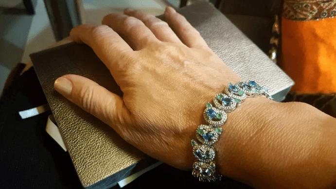 Голубой топаз в ювелирных изделиях. Браслет с камнями