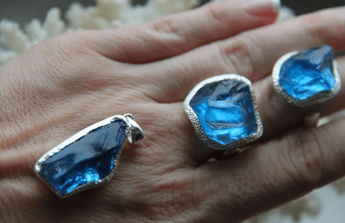 Голубой топаз в ювелирных изделиях из серебра