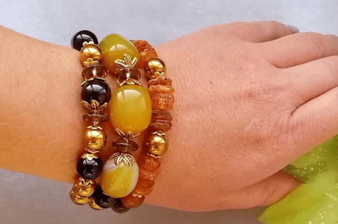 Как сочетать украшения с цветными камнями. Близкие оттенки