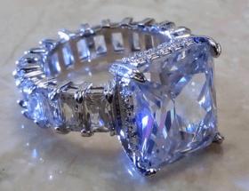 Цирконий в ювелирных украшениях – что это за камень, обзор изделий