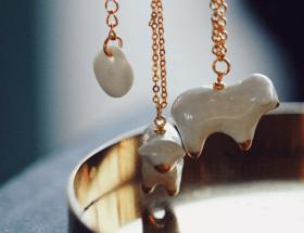 Ювелирные украшения из фарфора ручной работы: интересные современные исполнения
