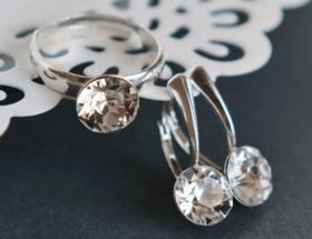 Разнообразные украшения с кристаллами