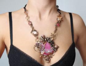 Крупные украшения: лучшие ювелирные изделия на шею