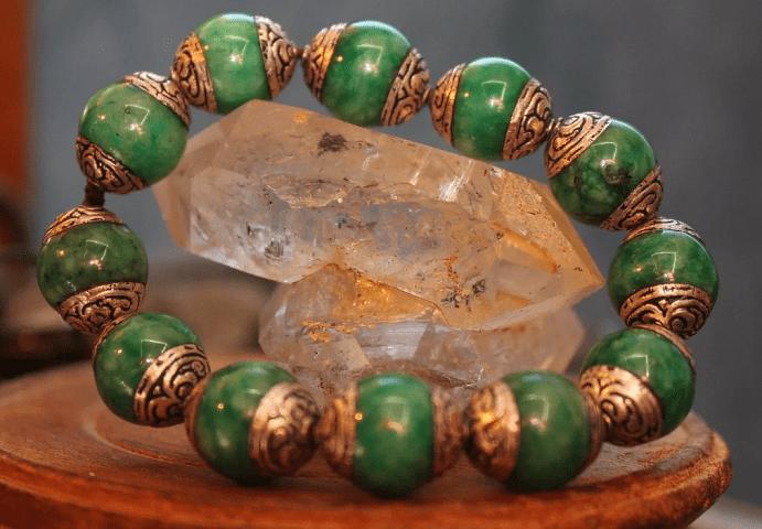 Как выбрать украшения из нефрита
