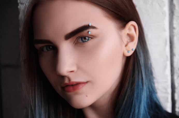 Разнообразные и стильные украшения для пирсинга брови