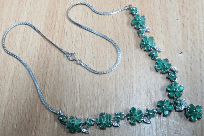 Серебряные украшения с изумрудом. Колье