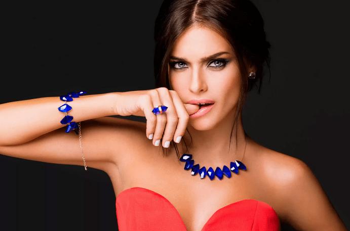 Синий камень в украшениях: разновидности ювелирных изделий