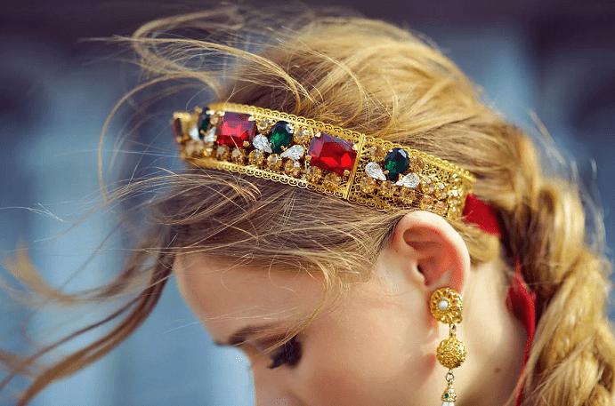 Какие бывают драгоценные украшения на голову в виде венца
