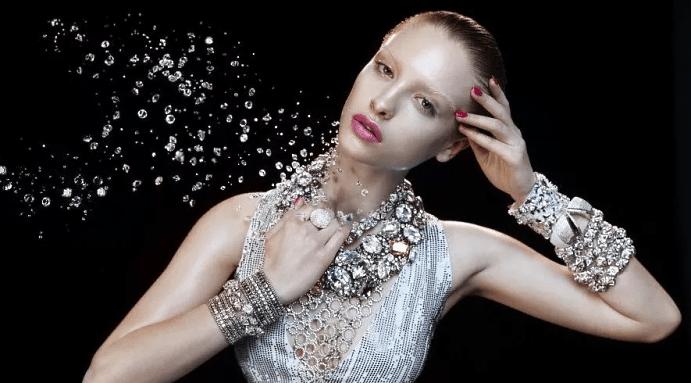 Белый камень в ювелирных украшениях: самые популярные варианты