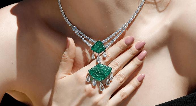 Зеленый камень в украшениях: названия, примеры с фото
