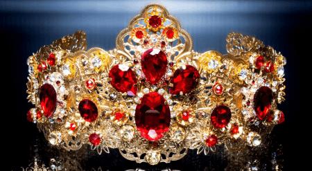 Элитные ювелирные украшения. Золотая диадема с бриллиантами и рубинами