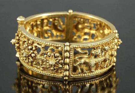 Элитные ювелирные украшения. Золотое кольцо с узорами
