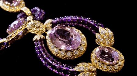 Элитные ювелирные украшения. Колье из золота с бриллиантами и аметистами