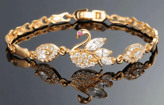 Украшения с драгоценными камнями: модные решения. Золотой браслет с бриллиантами и рубином. Лебедь