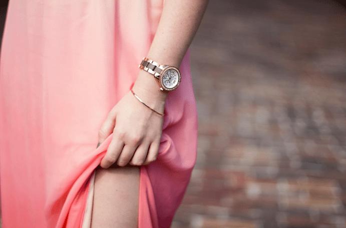 Украшения к розовому платью. Часы и браслет