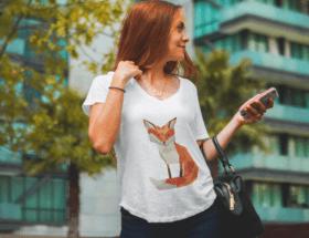 Украшения под футболку с круглым вырезом: как их подобрать и носить
