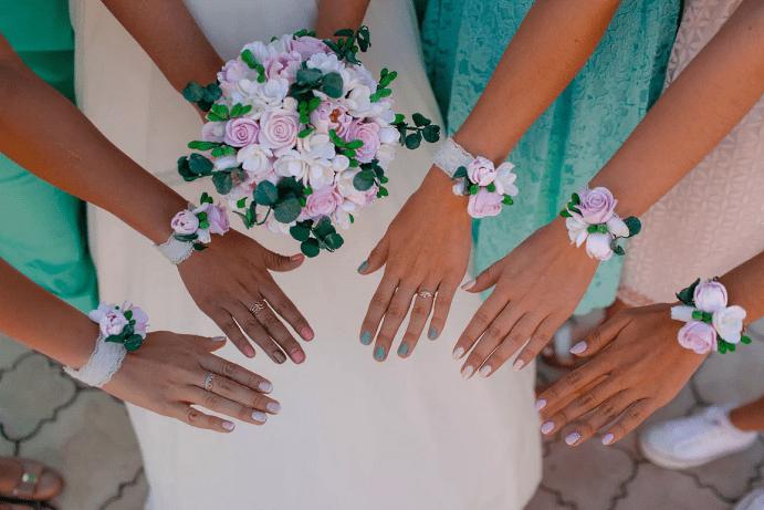 Выбираем украшение на руку для подружек невесты