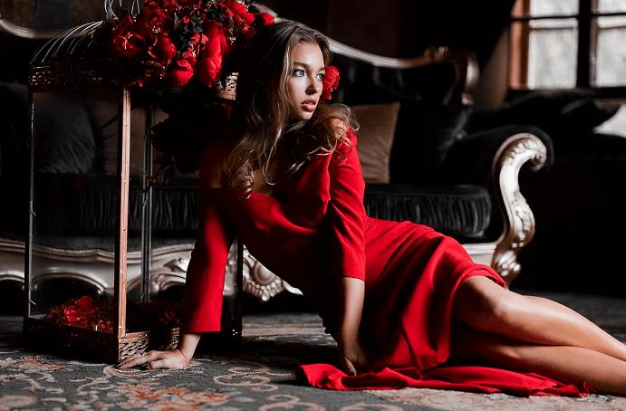 Украшения к красному платью: главные правила выбора