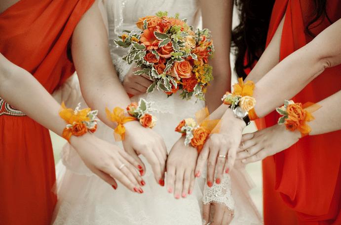 Выбираем украшение на руку для подружек невесты. Оранжевые оттенки