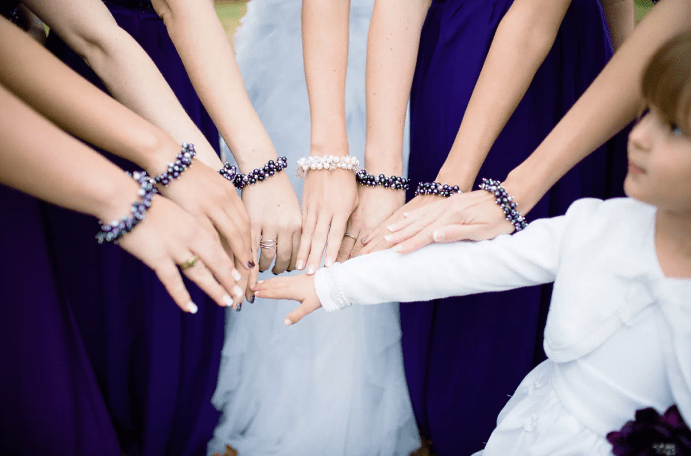 Выбираем украшение на руку для подружек невесты. Бусы, браслеты