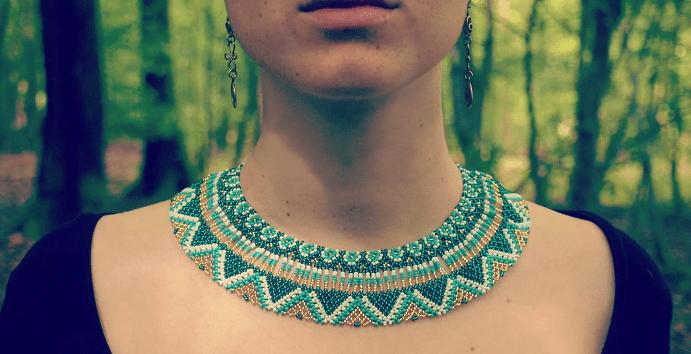 Особенности украшений на шею в стиле уичоль
