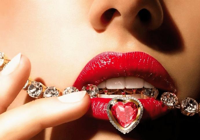Стильные украшения с красными камнями