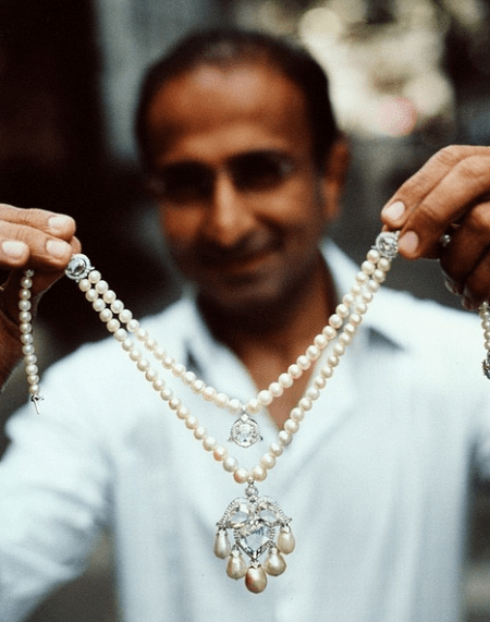 Вирен Бхагат: индийский ювелир. Отличительной чертой мастера является почти невидимая платиновая закрепка: установленные камни буквально парят в воздухе