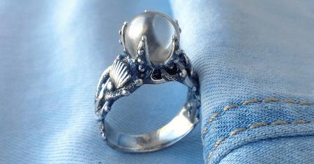 Ювелирные украшения лето 2021. Серебряное кольцо с жемчугом