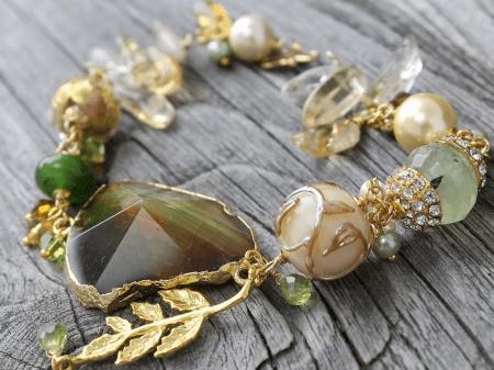 Ювелирные украшения лето 2021. Браслет с натуральными камнями и минералами