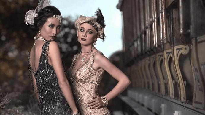 Женщины в украшениях в стиле арт деко