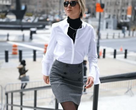 Украшения в деловом стиле. Девушка идет в офис, белая рубашка, серая юбка кулон геометрия