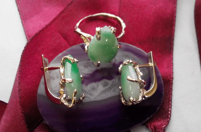 Украшения для Девы из натуральных камней. Комплект кольцо и серьги, нефрит