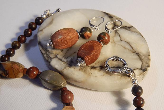Украшения для Девы из натуральных камней. Комлпект серьги, бусы, браслет, яшма