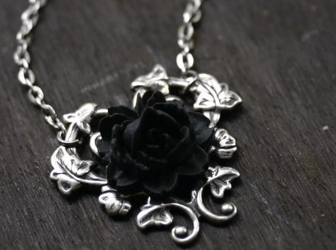 Украшения в готическом стиле. Серебряный кулон черный цветок