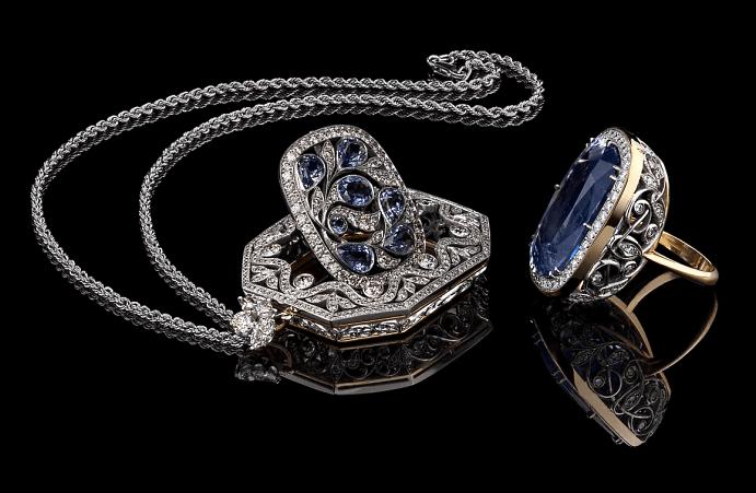 Эксклюзивные ювелирные украшения с драгоценными камнями. Перстень с крупным сапфиром и бриллиантовый кулон