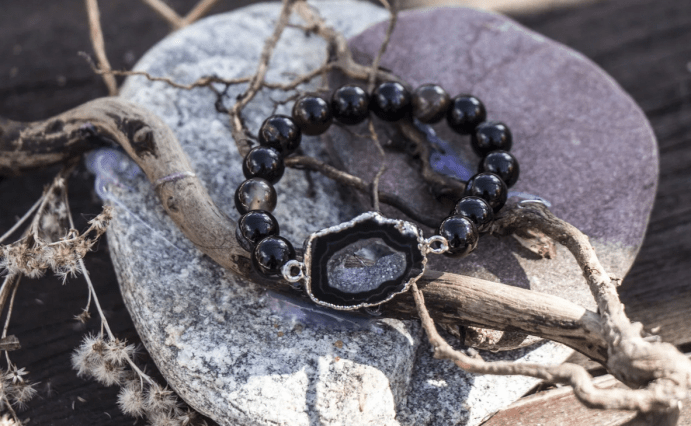 Украшения из друзы натурального камня. Черный браслет