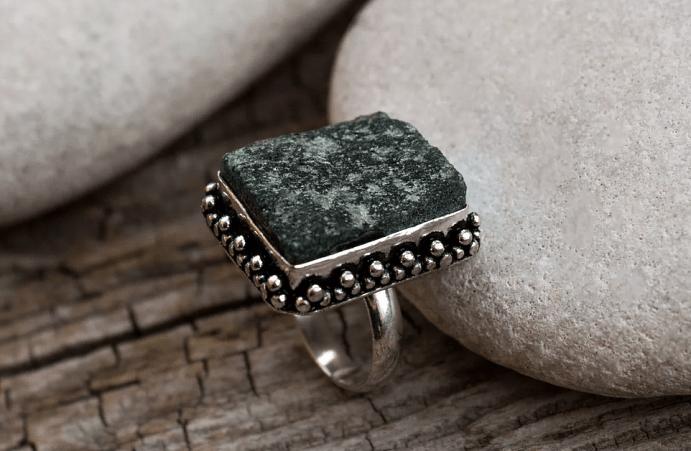 Украшения из друзы натурального камня. Перстень