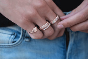 Как носить кольца, если у вас крупные суставы