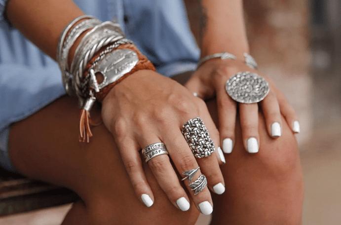 Как носить крупные кольца: каждый день и по особому случаю